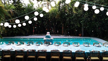 A vintage poolside wedding party is a great option!