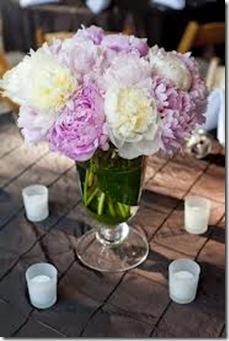 white and lavender peonie centerpiece